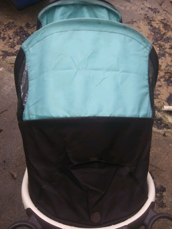 Graco Double Stroller 44dfc5eb-6078-4431-be6c-2bcdeb541c43