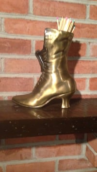 Brass-colored lace up pump vase