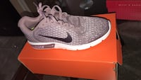Nike women's air max sequent 2 size 10 new  Surrey, V3R 5Y1