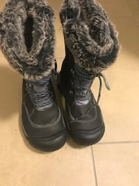pair of black-and-gray duck boots Toronto, M8Z 3A3
