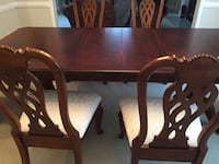 Sparingly used Mahogany veneer dining table with 2 extension leaves and 6 matching chairs from a pet and smoke free home. Table can sit upto 8 comfortably Sammamish, 98075