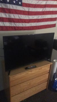 Flat screen tv with remote New York, 10304