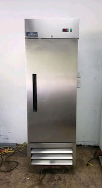 commercial single solid door reach in refrigerator cooler merchandiser