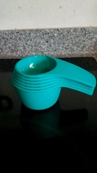 Tupperware measuring cups