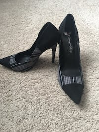 Black and gray heels  Franklin, 37067