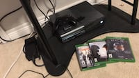 Xbox one perfect condition with a lot of games digital and a few with disc that work perfectly 554 km