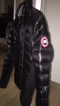Canada Goose - black hybridge lite jacket - Only worn twice. Great condition. Toronto, M6H 0C3