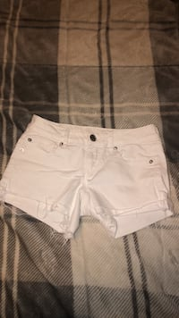 American Eagle shorts size: 2 Bennington, 68007