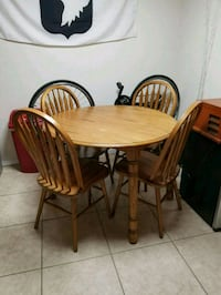 Solid Oak Table with Chairs  Tempe