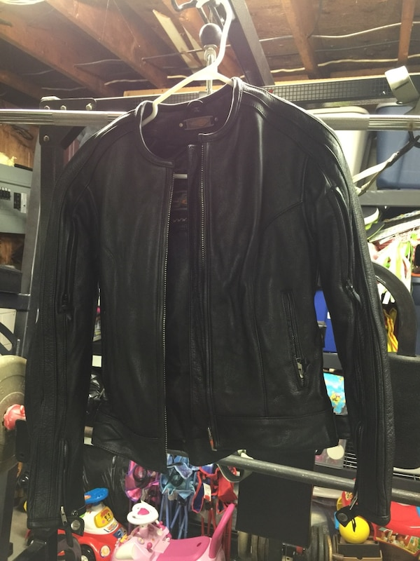 ladies xs motorcycle jacket fits like a small