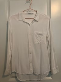 M - L/S  button up talula top white worn and washed once  Langley, V3A