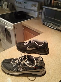 pair of black-and-gray Nike sneakers Montreal, H3W