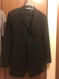 Men DKNY essential 2pcs suit 38R - wore once Vancouver, V5M 1X3