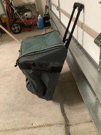 Thermos cooler with wheels and handle to transport items easily. Keeps cold items cold for hours Fort Mill, 29715