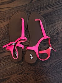 brand new hot pink sandals size 10  Vancouver, V6B 0E7