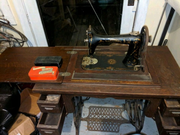 Strange National Brand Double Spool Antique Sewing Machine Home Interior And Landscaping Spoatsignezvosmurscom