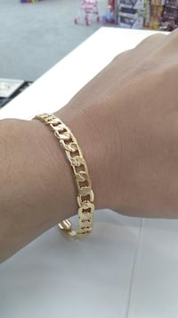 Brand new bracelet 18k stamped  22cm in length 7mm in width Brampton