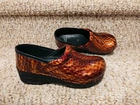 New Women's Size 3.5 (33) DANSKO Clogs Shoes [Retail $125] LEATHER Woodbridge, 22193