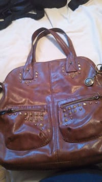 Brown leather purse. London, N6K 2H7