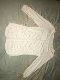 White scoop-neck long-sleeved shirt 547 mi