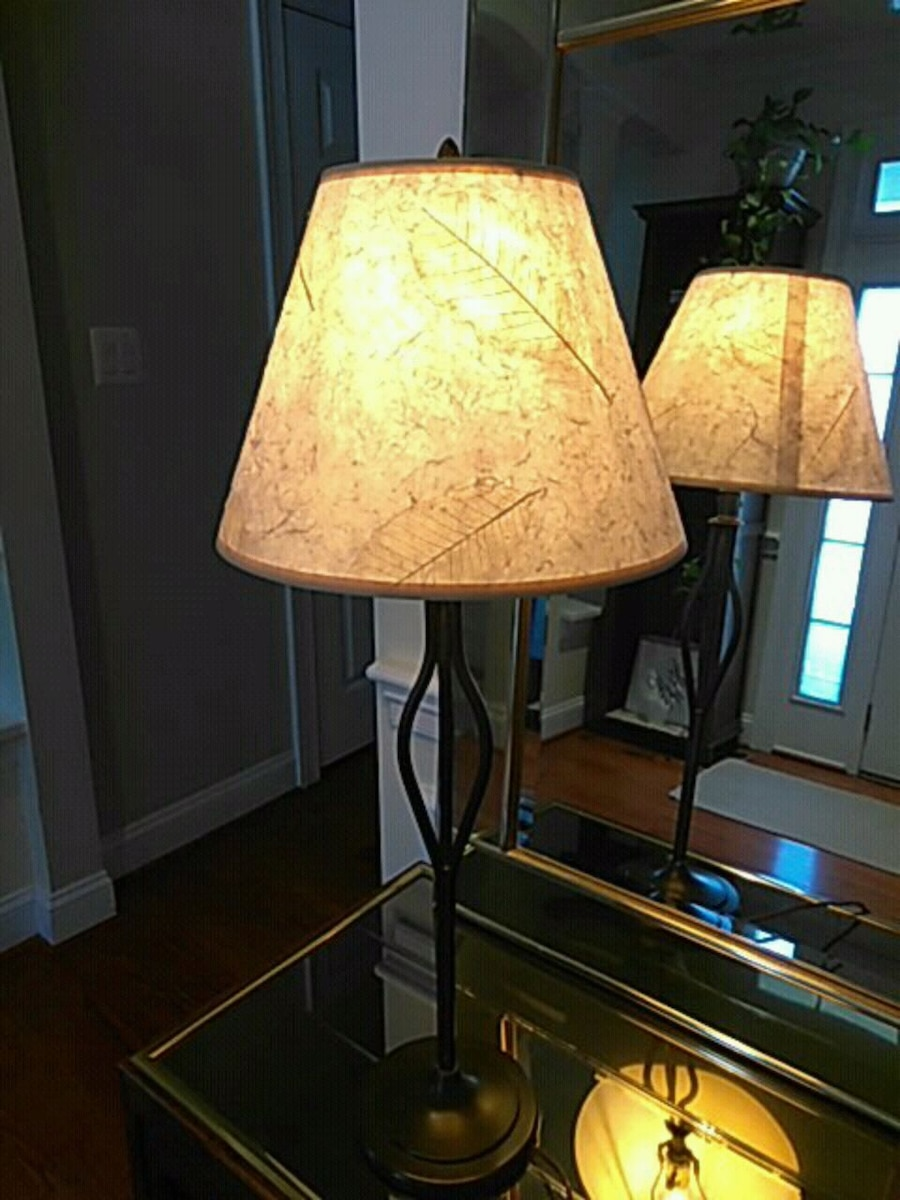 Photo Pottery barn table lamp, pressed leaves shade