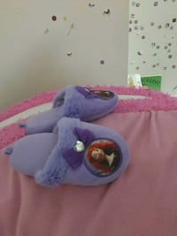 Purple girl's slippers. Keswick, L4P
