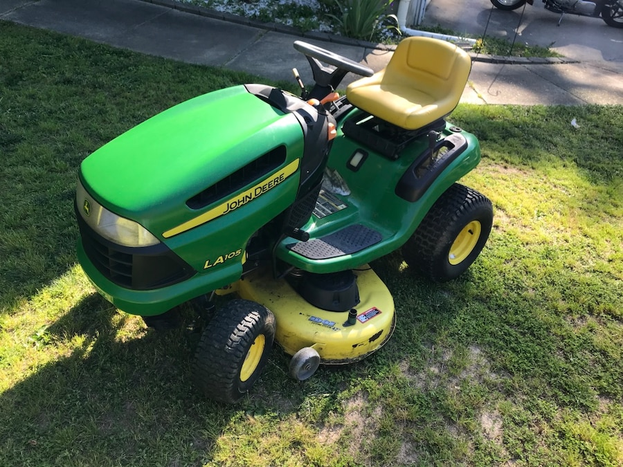 Photo John Deere LA105 42 riding lawn mower. Barn find