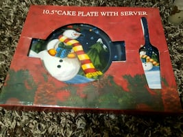 Cake plate with serving spatula