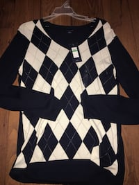 Navy, gold and white argyle Tommy Hilfiger sweater. Women's size large. Never worn   Chattanooga, 37421