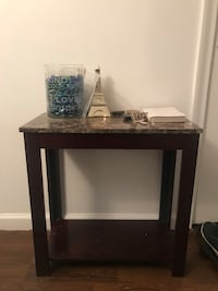 Brown marble end table New Britain, 06051