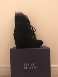Stuart Weitzman Booties, size 7.5. Like new. Paid 565$. Montréal, H1J