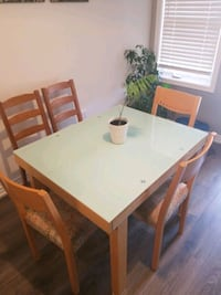 Dining set with 4 chairs + 2 extra chairs Milton, L9E 1E8