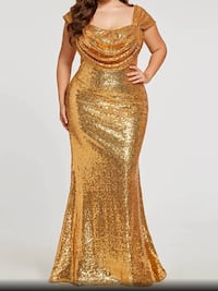 Gold mermaid style gown comes with free purse and hair comb