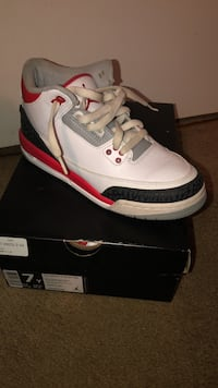 white-and-red Air Jordan 3 shoes Columbia, 21045