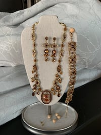 Amber/brown tones necklace earrings & bracelet set