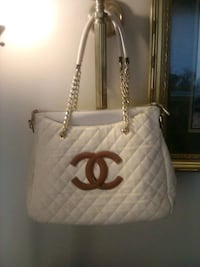 Authentic Chanel Pocketbook Fairfax, 22038