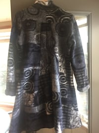 Beautiful light winter coat. From France. 80% wool. Nice and warm. Mint condition, hardly used. Size M