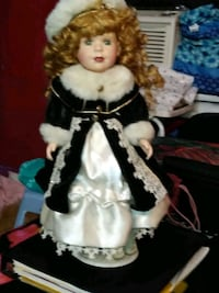 VICTORIAN PANSIES COLLECTION GENUINE PORCELAIN DOLLS