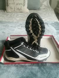 Football cleats used size 5 River Edge, 07661
