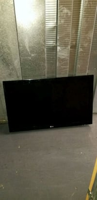 black LG flat screen TV 42 inch FIRMPRICE. New York, 10451