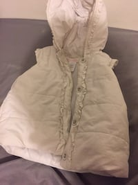 baby's white zip-up hoodie Montréal, H3W 1W1