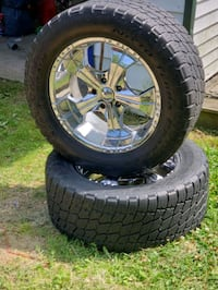 305/55R20 Nitto tires with rims.