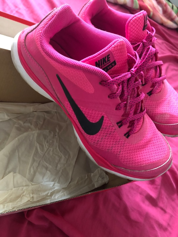 f4b308ffdf47 Used Hot pink nike size 7.5 for sale in Toronto - letgo