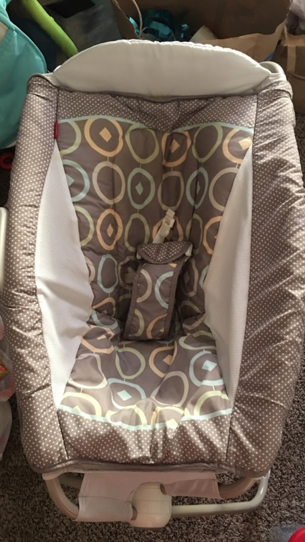 58e560bb200 Used Vibrating bassinet  baby bed  baby seat for sale in Oakland - letgo