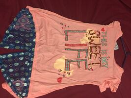 Pink and blue crew-neck t-shirts