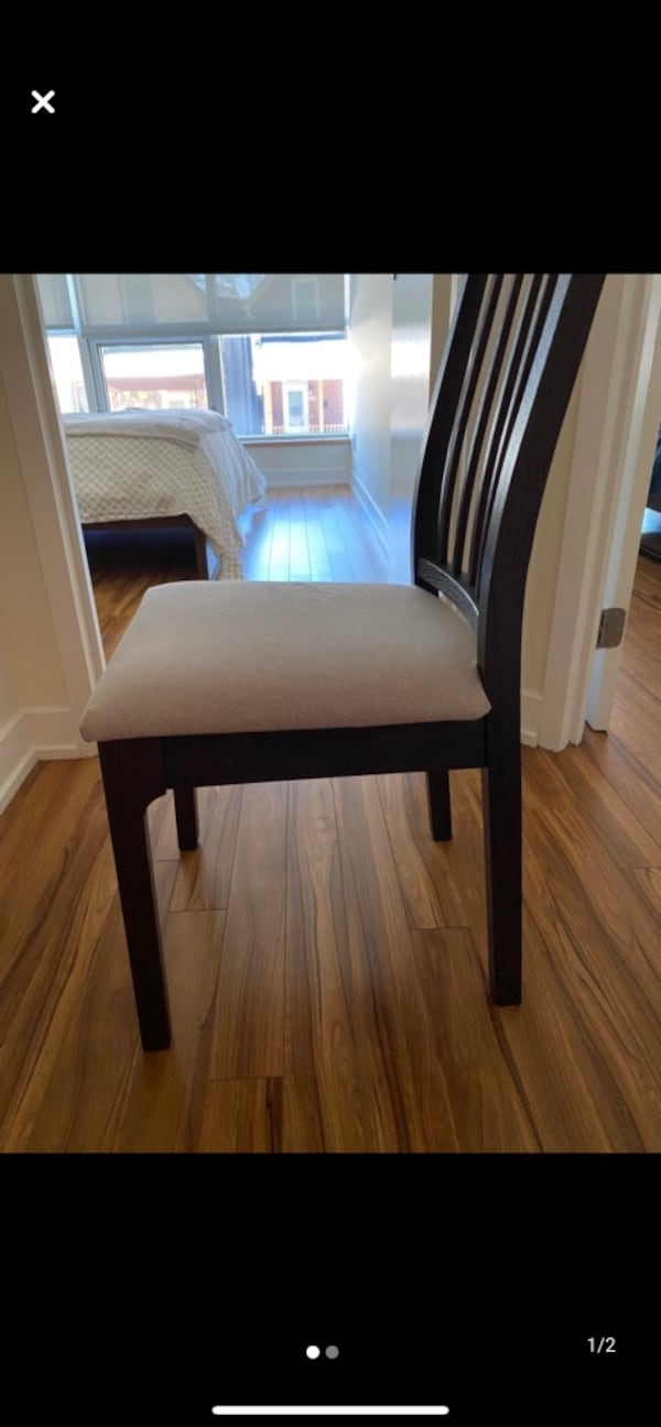 4 chairs for sale a85e1918-3347-4ccb-bb74-5eebf3a7d5e6