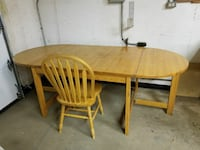 Oak table and 5 chairs Edmonton, T5C 0L7