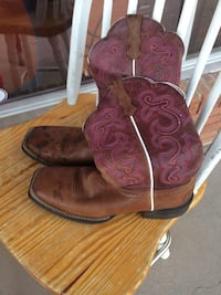 Boots,size 9.5, natural leather  Abilene