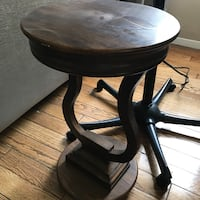 Round brown wooden side table Los Angeles, 90036