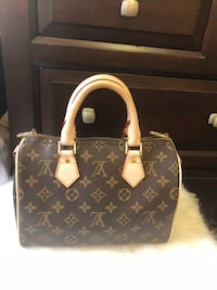 Small bag $100 OBO !!! (PLEASE DONT ASK THE OBIOUS QUESTION)!!! 2317 mi
